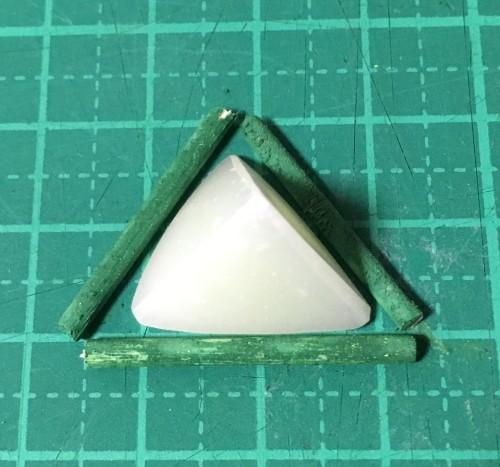 三角錐に合わせて爪楊枝カット